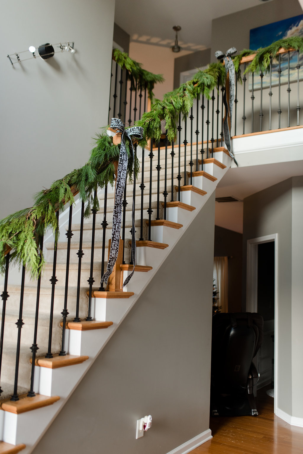 fresh garland staircase, black and white ribbon, simply chic chritmas home decor